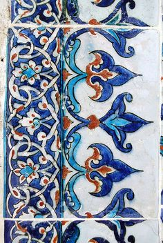 Iznik tiles would be so nice in a bathroom, kitchen or to make a mosaic for a garden fixture Turkish Tiles, Turkish Art, Portuguese Tiles, Moroccan Tiles, Tile Patterns, Pattern Art, Textures Patterns, Pattern Design, Ceramic Painting