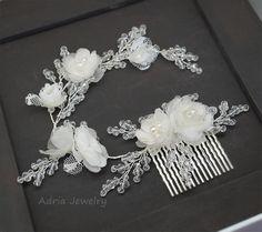 Bridal Flower Hair Comb, Wedding Hair Vines Wreath, Bridal Headband, Off White Ivory Pearls Bridal Headpiece Side Tiara