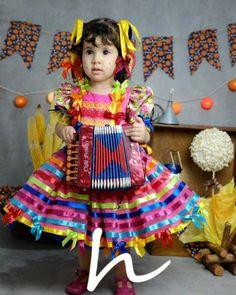 Roupas juninas Hallowen Ideas, Cute Kids Fashion, Harajuku, Arts And Crafts, Girls Dresses, Dolls, Crochet, Compost, Garden