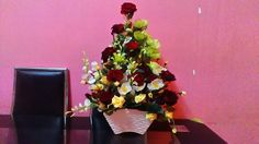 Flower arrangements for maxis service centre Bandar Meru Raya by Deli Spring. Hand Bouquet, Creative Decor, Maxis, Deli, Flower Arrangements, Garland, Centre, Engagement, Spring