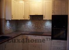 Pebble Tiles on the kitchen wall - model Maluku Tan - Lux4home™