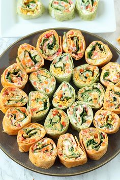 Colorful and delicious, Veggie Tortilla Pinwheels Appetizer is easy to make for tailgating. These small bites are the perfect healthy appetizer! appetizers for potluck Veggie Pinwheels Party Appetizer with Ranch Cream Cheese Spread Tortilla Pinwheel Appetizers, Tortilla Pinwheels, Pinwheel Recipes, Tortilla Rolls, Pinwheel Wraps, Turkey Pinwheels, Cream Cheese Pinwheels, Roll Ups Tortilla, Healthy Foods