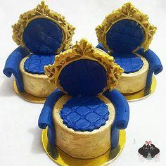 Poltrona de pão  de mel ♡  #boloprincipe #realeza #festarealeza #bolorealeza #festaprincipe ...