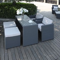 The Portfolio Aldrich 5-piece dining set features two chairs, two ottomans and a table in grey resin wicker and composite wood. Ideal for small space living, this set can be used for both indoor and outdoor spaces.