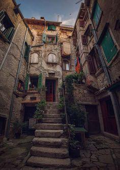 物語の主人公になれる!クロアチアの情緒溢れる港町『ロヴィニ』