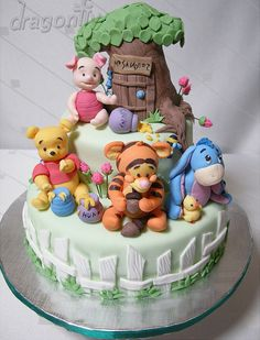 Adorable Winnie the Pooh cake....would make awesome baby shower cake or a birthday cake for Grandma...