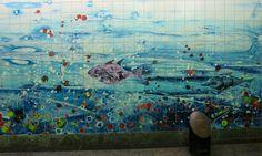 Azulejos estações do metro de lisboa, Portugal - Pesquisa Google - Azulejos na minha Terra azulejosnaminhaterra.blogs.sapo.pt500 × 300Pesquisar por imagens Nas estações de metro em Lisboa encontramos muitas obras de diversos artistas, este belo painel em azulejo policromado é de autoria de Abdoulaye Konaté.
