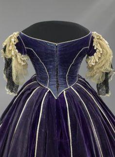Mary Lincoln civil war era fashion ball gown