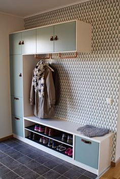 Everyone knows & shelves from IKEA! Here are 14 great DIY ideas with Kallax shelves! - DIY craft ideas - Everyone knows & shelves from IKEA! Here are 14 great DIY ideas with Kallax shelve - Small Space Storage, Storage Spaces, Hallway Wallpaper, Wallpaper Ideas, Modern Wallpaper, Kallax Regal, Ikea Storage, Wall Storage, Bench Storage