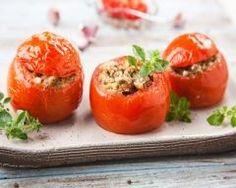 tomates farcies simples : http://www.cuisineaz.com/recettes/tomates-farcies-simples-56552.aspx