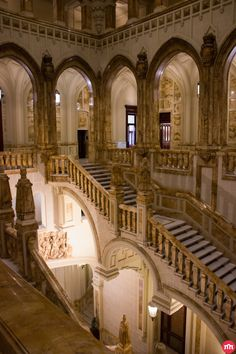 Madrid Experience designs VIP tours, luxury experiences, exclusive activities and unforgettable events all over Spain. Madrid Tours, Madrid Travel, Best Hotels In Madrid, Palace, Foto Madrid, Classic Architecture, House Architecture, Spain And Portugal, Prado