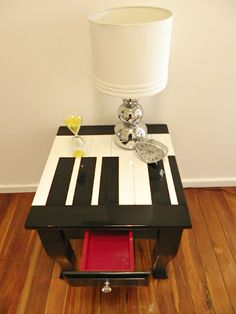 I freaking LOVE this table!! : ) www.megandmums.com