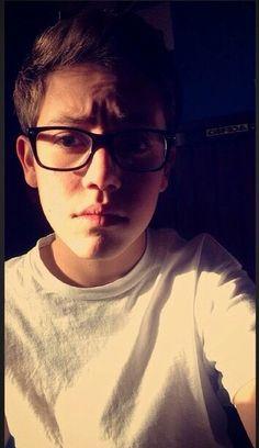 Ethan cutkosky ♥