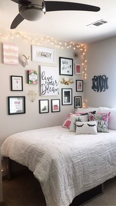 Warm teen girl bedrooms design for a cozy teen girl room decor, image suggestion 1516624817 Teen Room Decor, Room Ideas Bedroom, Tumblr Room Decor, Bedroom Photos, Cute Room Decor, Apartment Bedroom Decor, Apartment Living, Interior Livingroom, Dorm Rooms