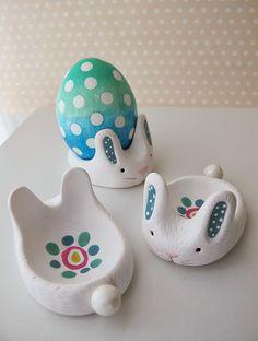 Eierdopjes in de vorm van een paashaas gemaakt door SculpeyKlik hier voor de werkbeschrijving