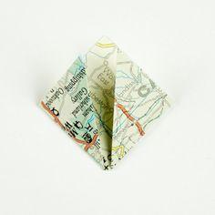 GUIRLANDE lumineuse de FLEURS en papier   TUTORIEL Decoration, Playing Cards, Diy, Paper Flower Garlands, Pulp Paper, Old Cards, Old Books, Light Garland, Projects