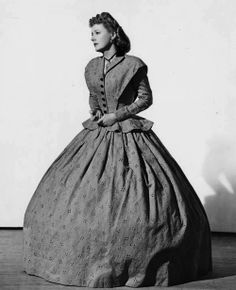 Anna and the King of Siam (1946) - Irene Dunne as Anna Leonowens. #CostumeDesign: Bonnie Cashin
