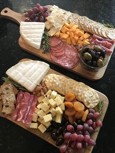 Brie cheese prosciutto salami manchego cheese Trader Joes Trader Joes cheese platters grapes cheese and crackers garlic and herb Brie cambert Brie Wisconsin sharp cheddar dried apricots marinated olives Party Food Platters, Party Trays, Snacks Für Party, Appetizers For Party, Appetizer Recipes, Party Recipes, Brie Cheese Recipes, Brie Appetizer, Meat Appetizers