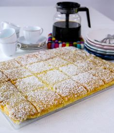 Silviakaka i långpanna - ZEINAS KITCHEN Baking Recipes, Real Food Recipes, Cake Recipes, Yummy Food, Zeina, Swedish Recipes, Bagan, How Sweet Eats, Dessert Bars