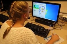 ohjelmointi peruskoulussa: usein kysytyt kysymykset (UKK) sekä Usein toistetut väärinymmärrykset (UTV). Tänne on kerätty lyhyet selitykset koodauksesta koulussa: termit, syyt, taustat, toteutustavat, missä, miten, miksi? Koodiaapinen on talkoilla syntyvä opas opettajille. Talkoot on käynnistänyt IT-kouluttajat ry ja sivuston tarjoaa Open Knowledge Finland ry, mutta mukana on monia organisaatioita, verkostoja ja yksityishenkilöitä.