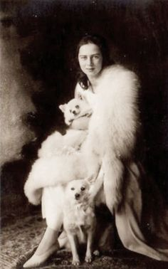 Princess Ileana of Romania (also ) January 1909 – 21 January was the youngest daughter of KingFerdinand I of Romania, and his consortQueen Marie of Romania. Spitz Pomeranian, Pomeranians, Romanian Royal Family, German Spitz, Japanese Spitz, American Eskimo Dog, Vintage Dog, Vintage Photography, Dog Photography