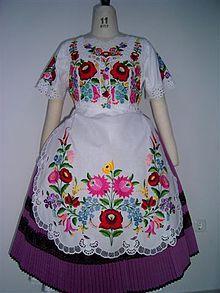 Hungarian Embroidery Patterns Hungarian embroidery from Kalocsa Hungarian Embroidery, Folk Embroidery, Learn Embroidery, Shirt Embroidery, Chain Stitch Embroidery, Embroidery Stitches, Embroidery Patterns, Blackwork, Folk Costume