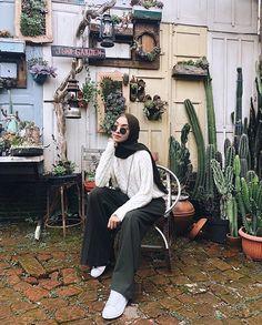 Modest Fashion Hijab, Modern Hijab Fashion, Street Hijab Fashion, Casual Hijab Outfit, Hijab Fashion Inspiration, Cute Casual Outfits, Teen Fashion Outfits, Muslim Fashion, Look Fashion