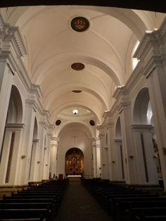 interior de la Iglesia de la Merced en la Antigua Guatemala