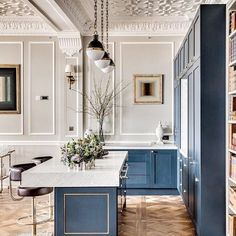 Refined Interior painting white ideas,Home interior painting ideas hacks and Interior painting colors design hacks. Interior Modern, Home Interior, Interior Design Kitchen, Midcentury Modern, Interior Architecture, Kitchen Decor, Kitchen Colors, Luxury Interior, Modern French Interiors