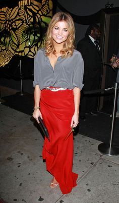 Amber Lancaster Long Skirt - Amber Lancaster dressed up her silky gray top with a flowing red skirt. Dress Skirt, Lace Skirt, Amber Lancaster, Hollywood Model, Grey Blouse, Red Maxi, Red Skirts, Dress Outfits, Dresses