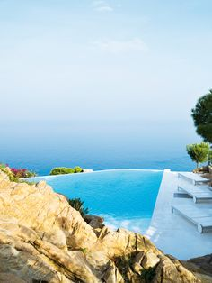 Cliff House Swimming Pool in Tamariu by Jordi Garces 05 Beautiful Pools, Beautiful Places, Amazing Places, Terrazas Chill Out, Infinity Edge Pool, Infinity Pools, Swimming Pool Designs, Swimming Pools, My Pool