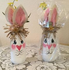 Easter Decor Country Home Bunny Lover Housewarming Gift Prim Easter Bunny Jar Country Kitchen Burlap Decor Holiday - illustrated ideas Easter Projects, Easter Crafts For Kids, Crafts To Do, Easy Crafts, Wood Crafts, Wine Bottle Crafts, Mason Jar Crafts, Mason Jars, Spring Crafts
