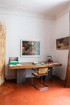 Armand Arnal et Céline Pujol – The Socialite Family Modern Design, Mid-century Modern, Interior And Exterior, Interior Design, Wooden Desk, Home Office Decor, Home Decor, Lounge, Interior Inspiration