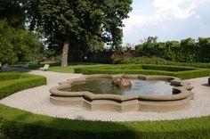 Royal Garden fountain - closer view