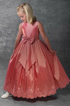 Would love this in dark blue or rich purple for my flower girl.