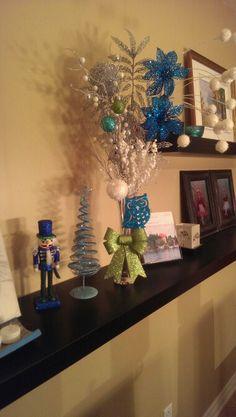 Assortiment choisi pour un bouquet aux couleurs thème et petites décos de Noël