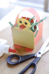 Gezellig knutselen voor Pasen. Goedkope knustel tip van Speelgoedbank Amsterdam voor kinderen en ouders. Paasknutsel.