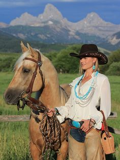 ♥ Cowgirls ♥ Brit West: Yes, I would love that to be me!! I dont care if i already do english i can do both styles!(: