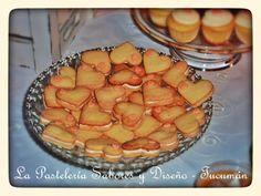 Galletitas de corazón, de manteca rellenas con crema de limón, para enamorar y endulzar! #mesadulce #boda #lapastelería #mesadulcetucuman