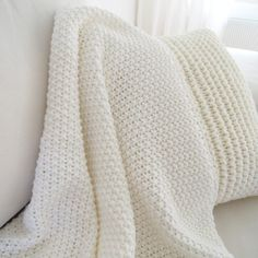 Oma Koti Valkoinen - CASA blogit Crochet Throws, Knit Blankets, Moss Stitch, Warm And Cozy, Cosy, Textiles, France, Autumn, Knitting
