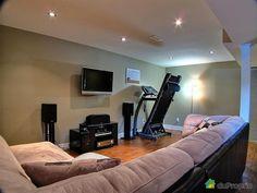 salle entrainement sous sol maison - Recherche Google Basement Laundry, Basement Stairs, Basement Bar Designs, Basement Remodeling, Laminate Flooring, Home Theater, Recherche Google, Playroom, Building