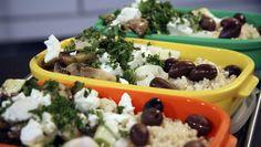 Couscous-salat med sopp, oliven, feta og squash