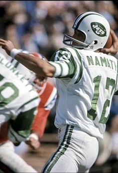 Joe Namath - My favorite player of all time Nfl Jets, Jets Football, Nfl Football Players, Football Helmets, School Football, Football Pictures, Sports Photos, Football Images, Sports Images