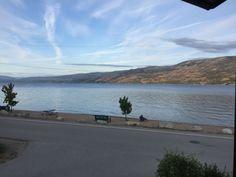 Lake side accommodations on the beautiful Okanagan lake - Peachland Lake Side, Bedroom Night, Vacation, Pets, Beach, Water, Outdoor, Beautiful, Gripe Water