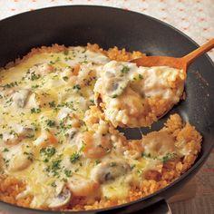 みんなが大好きなケチャップ&ホワイトソース味「えびクリームドリア」のレシピです。プロの料理家・村田裕子さんによる、むきえび、ピザ用チーズ、マッシュルーム、玉ねぎ、ご飯、ご飯(普通盛り)、牛乳などを使った、623Kcalの料理レシピです。
