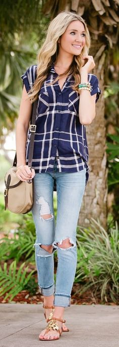 I don't really like distressed jeans, but cute outfit otherwise. Shirt looks cute and comfortable. Casual Outfits, Cute Outfits, Fashion Outfits, Fashion Trends, Plaid Outfits, Spring Summer Fashion, Spring Outfits, Blazers, Street Style