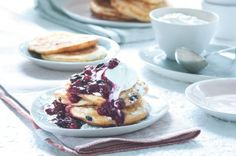 Ricotta-curd pancakes with blueberries Strudel, Fritters, Doughnuts, Ricotta, Blueberry, Pancakes, French Toast, Food And Drink, Pudding