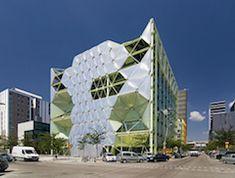 Arquitectura Deconstructivista | José Miguel Hernández Hernández | www.jmhdezhdez.com Philip Johnson, One World Trade Center, Frank Gehry, Zaha Hadid, Hotel Dubai, Guggenheim Bilbao, Barcelona, Motifs Animal, Sustainable Architecture