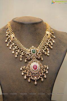 Traditional diamond necklace