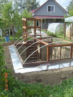 Tips For Gardening Gardening all year is possible with the right greenhouse plans and how to garden in them. It's true that many of the more elegant greenhouses can be costly, so why not get tips for building a greenhouse of your own at half the cost. Diy Greenhouse Plans, Backyard Greenhouse, Small Greenhouse, Backyard Landscaping, Greenhouse Wedding, Greenhouse Vegetables, Pallet Greenhouse, Dome Greenhouse, Underground Greenhouse